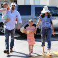 Ben Affleck et Jennifer Garner emmènent leurs filles, Violet et Seraphina, faire du shopping au Country Mart de Brentwood, le 20 avril 2013.