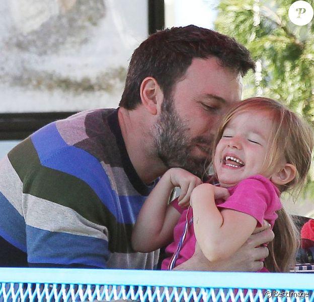 Ben Affleck et sa fille Seraphina à la patinoire de Santa Monica. Le 4 janvier 2013.