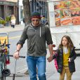 Hugh Jackman, et sa fille adoptive Ava dans les rues de New York, le 22 avril 2013.