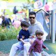 Ricky Martin et ses fils, les jumeaux Matteo et Valentino à Sydney, le 18 mai 2013.