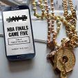 Jay-Z et Samsung, nouveaux partenaires en affaires, annoncent dans une publicité diffusée le 16 juin la sortie prochaine de Magna Carta Holy Grail, nouvel album de Jay-Z.