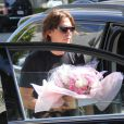 Jonathan Cheban se rend à l'hôpital Cedars-Sinai avec des fleurs pour féliciter Kim Kardashian après la naissance de sa fille. Los Angeles, le 15 juin 2013.