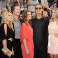 Brad Pitt, Doug Pitt et le clan familial à la première du film World War Z à New York, le 17 Juin 2013.