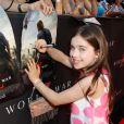 Sterling Jerins signe des autographes à la première du film World War Z à New York, le 17 Juin 2013.