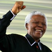 Nelson Mandela hospitalisé : Sa fille rassure mais un ex-garde du corps accuse