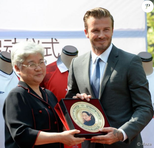 David Beckham a reçu un magnifique cadeau lors d'une cérémonie organisée en son honneur à Shangai le 17 juin 2013