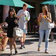 Khloé et Kourtney Kardashian à Malibu, le 20 juin 2013.