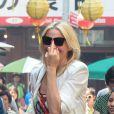 Cameron Diaz adresse un nouveau doigt d'honneur sur le tournage de The Other Woman à Chinatown, New York, le 24 juin 2013.