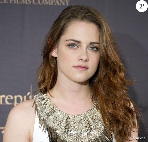 Tendance bijou : le collier plastron XXL à adopter comme Kristen Stewart