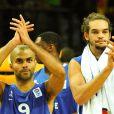 Tony Parker et Joakim Noah lors de l'Euro de basket après la défaite en finale face à l'Espagne le 18 septembre 2011 à Kaunas