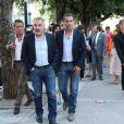 Jean Dujardin et son frère au mariage civil de Thomas Langmann et Céline Bosquet à la mairie de Sartène, Corse du sud, le 21 juin 2013.