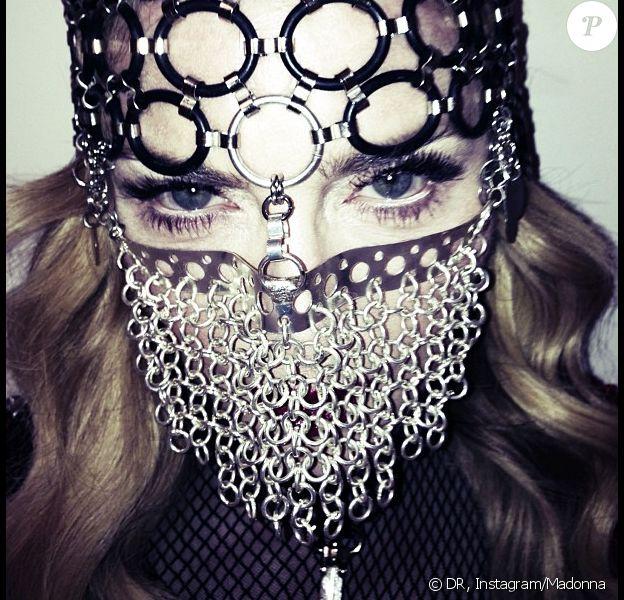 Madonna délenche la polémique avec cette photo postée le 3 juillet 3013 sur Instagram.