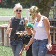 Gwen Stefani, en famille sous le soleil de Moorpark, part cueillir des fruits et légumes aux Underwood Family Farms. Le 6 juillet 2013.