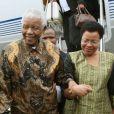 Nelson Mandela et sa femme Graça Machel et Nicolas Sarkozy àParis, le 3 septembre 2007.