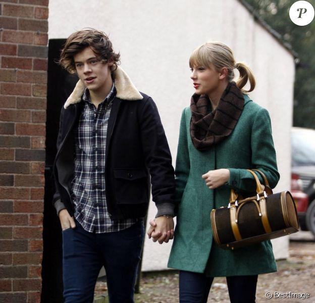 Exclusif - Taylor Swift et Harry Styles vont déjeuner en amoureux pour les 23 ans de la chanteuse, à Cheshire, le 13 décembre 2012.