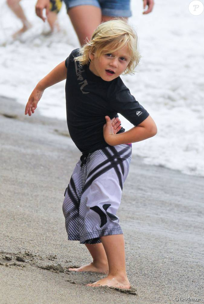 zuma fils de gwen stefani et gavin rossdale la plage de malibu le 13 juillet 2013. Black Bedroom Furniture Sets. Home Design Ideas