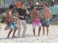John Travolta : Roi de la samba et du ballon rond sur le sable de Copacabana