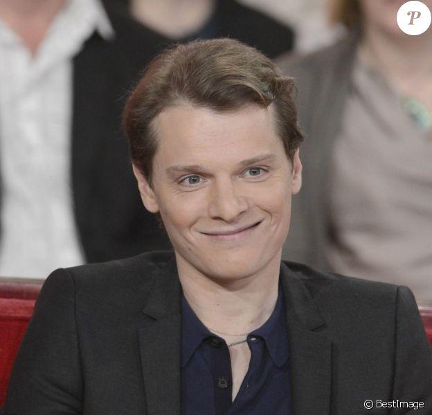 """Bénabar lors de l'enregistrement de """"Vivement dimanche"""" le 7 mai 2013 à Paris."""