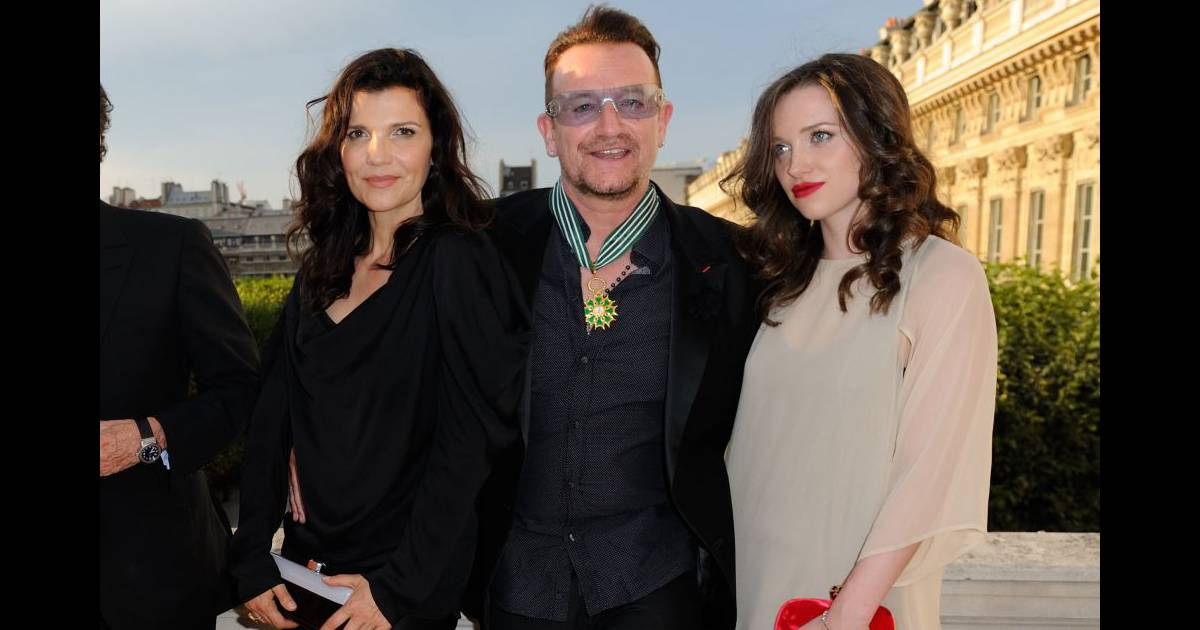 bono d cor devant sa femme sa sublime fille eve et le top natalia vodianova purepeople. Black Bedroom Furniture Sets. Home Design Ideas