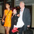 Nicole Scherzinger quittant l'hôtel Dorchester de Londres en compagnie de Louis Walsh et de Sharon Osbourne, le mercredi 17 juillet 2013.