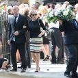 Eve Ruggieri et son mari le sculpteur Rachid Khimoune aux obsèques du luthier Etienne Vatelot en l'église Saint Pierre de Neuilly, le 18 juillet 2013.