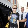 Miley Cyrus se rend dans les studios de la radio Radio 1 à Londres, le 18 juillet 2013.