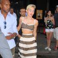 """Miley Cyrus arrive sur le plateau de l'émission """"Good Morning America"""" à New York, le 15 juillet 2013."""