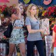Miley Cyrus et sa mère Tish Cyrus font du shopping à Toluca Lake, le 12 juillet 2013.