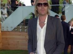 PHOTOS : Rhys Ifans, l'ex de Sienna Miller, est heureux, mais pas tant que ça...
