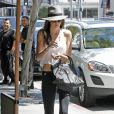 """Kendall Jenner à la sortie du salon de coiffure """"Andy LeCompte"""" à West Hollywood, le 30 mai 2013."""