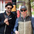 Jesse Tyler Ferguson et son mari Justin Mikita dans les rues de New York le 6 mai 2013.