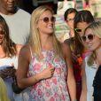 Bar Refaeli touche terre à Ibiza, toujours accompagnée de ses amies. Le 21 juillet 2013.