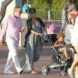 Halle Berry, enceinte, emmène sa fille Nahla (5 ans) à Disneyland à Anaheim, le 22 juillet 2013.