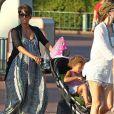 Halle Berry, enceinte pour la seconde fois, emmène sa fille Nahla à Disneyland à Anaheim, le 22 juillet 2013.