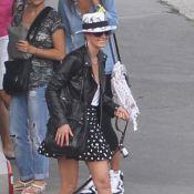 Laeticia Hallyday : Lookée à Saint-Barth' avec ses filles, Johnny est au boulot