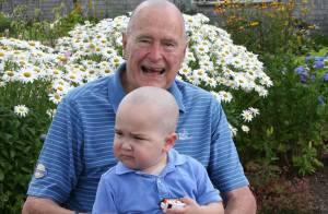 George Bush père, 89 ans, le crâne rasé : Son geste émouvant...