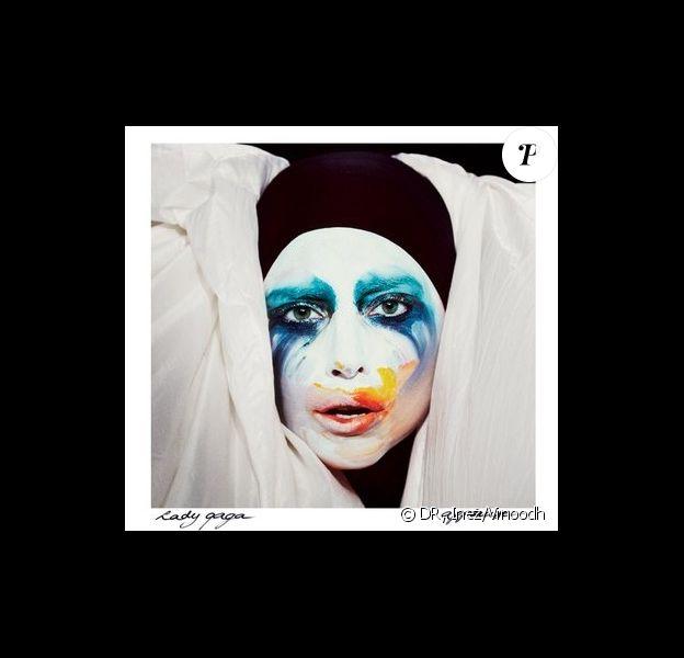 Lady Gaga a dévoilé la nouvelle pochette de son prochain single Applause, le 28 juillet 2013 sur le site Women's Wear Daily.