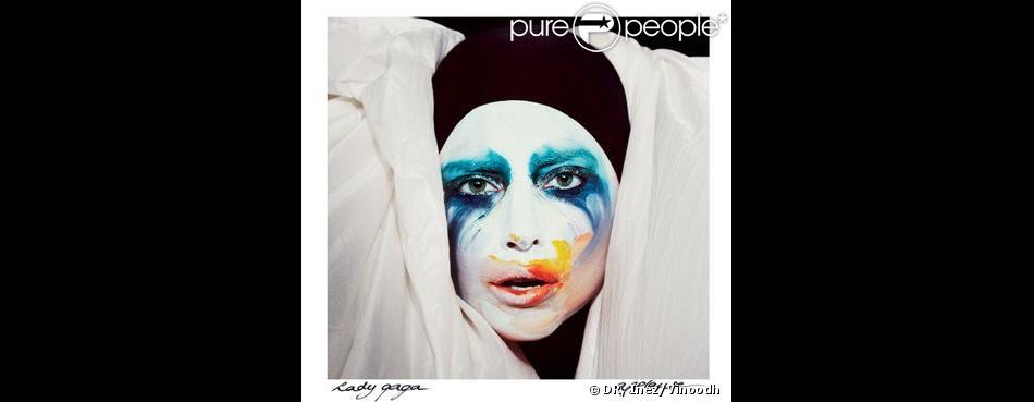Lady Gaga a dévoilé la nouvelle pochette de son prochain single  Applause , le 28 juillet 2013 sur le site  Women's Wear Daily .