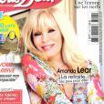 Amanda Lear fait la couverture de Nous Deux, en kiosques le 30 juillet 2013.