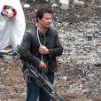 Mark Wahlberg avec une arme sur le tournage de Transformers 4 à Detroit, le 31 juillet 2014.