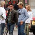 Mark Wahlberg suivi de Nicola Peltz sur le tournage de Transformers 4 à Detroit, le 31 juillet 2014.