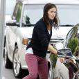 """Jennifer Garner a déposé sa fille Violet à l'école dans le quartier de Brentwood avant de se rendre sur le tournage du film """"Imagine"""" à Los Angeles, le 31 juillet 2013."""