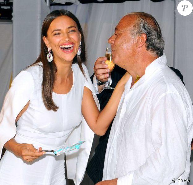 Irina Shayk, invitée de marque de la White Night Party de Fawaz Gruosi, fondateur et président de la marque de Grisogono, qui fête son 61e anniversaire. Porto Cervo, le 8 août 2013.