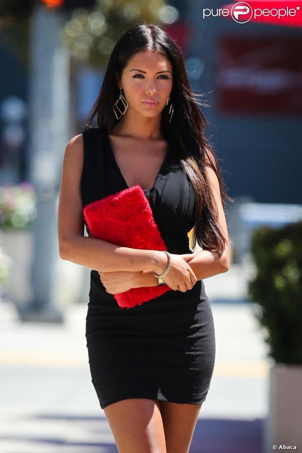 Nabilla, toujours aussi sexy, sur le tournage d'Hollywood Girls 3 à Los Angeles, le 8 août 2013
