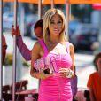 Nabilla donne la réplique à la bimbo Shauna Sand sur le tournage d'Hollywood Girls 3, à Los Angeles, le 8 août 2013