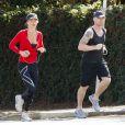 Ronan Keating fait un footing avec sa nouvelle girlfriend Storm Uechtritz à Sydney, en Australie, le 17 août 2013.