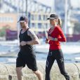 Ronan Keating et sa nouvelle petite amie Storm Uechtritz font un footing à Sydney, en Australie, le 17 août 2013.