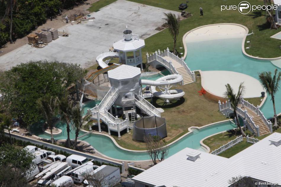Céline Dion met en vente sa magnifique maison de Jupiter Island, en Floride, pour la somme de 72,5 millions de dollars.