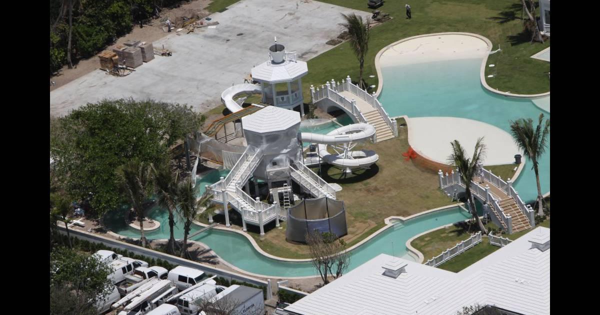 C line dion vend son extraordinaire domaine aquatique pour for Villa de celine dion en floride