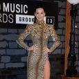 Katy Perry porte une robe Emanuel Ungaro (collection automne-hiver 2013) et des sandales Céline lors des MTV Video Music Awards au Barclays Center. Brooklyn, le 25 août 2013.